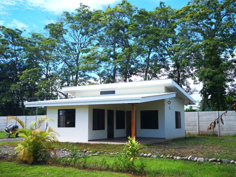 Remax real estate, Costa Rica, Parrita, Parrita, Playa Palma (Bandera): New 2 bedroom, 2 bath house, walk to the beach! Owner Financing Available