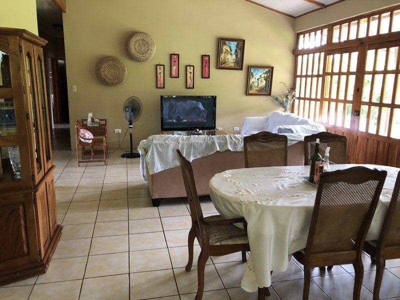 Remax real estate, Costa Rica, Quepos, Quepos, Paquita: Large 4 bedroom house for sale, very quiet and safe location