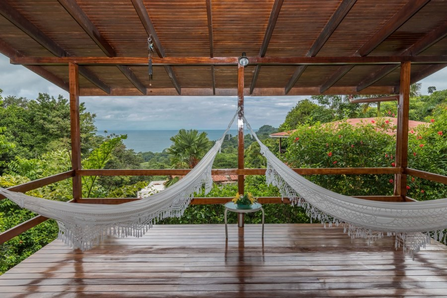 Remax real estate, Costa Rica, Manuel Antonio, Manuel Antonio: Villa Vista Roca - European built home with ocean view at a stunning price