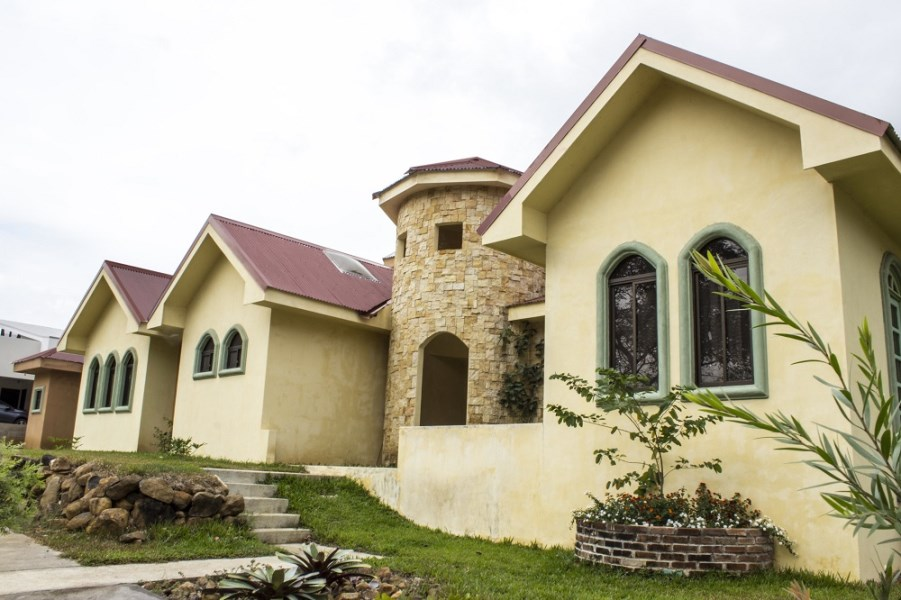 Remax real estate, Costa Rica, Alajuela, Beautiful house in La Garita. For reasons of leaving the country. J
