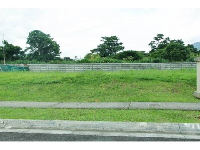 Remax real estate, Costa Rica, Curridabat - Sánchez - Barrio Lomas de Ayarco, Beautiful Lot in Private Condominium. Quiet Lands in Tierras del Este, Curridabat. Negotiable price $151.800. J
