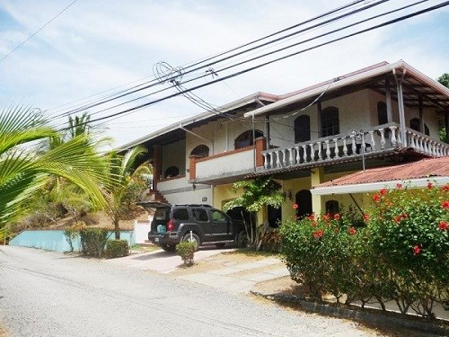 Remax real estate, Costa Rica, Jaco, House and Cabins for Business Rental in Jacó, Puntarenas. Profitability 11.25%. J