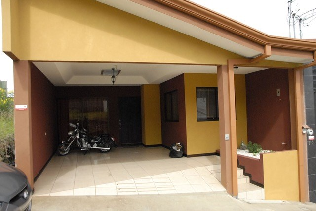 Remax real estate, Costa Rica, Heredia - San Francisco de Heredia, House for sale in Residential. Motivated owner. $ 150,000, with financing. O