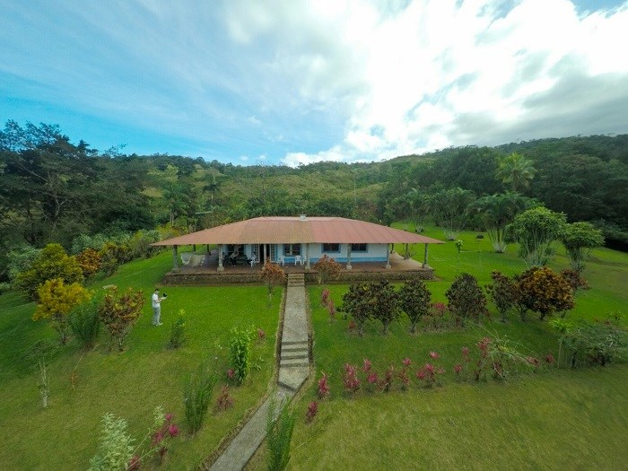 Remax real estate, Costa Rica, San Ramón, Livestock farm and forest conservation. In San Ramon de Alajuela. J