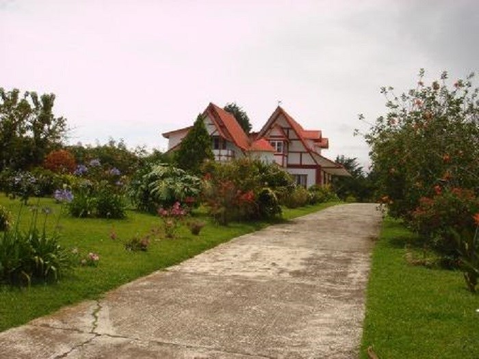 Remax real estate, Costa Rica, Moravia - San Jerónimo, GORGEOUS PROPERTY WITH FRONT OF MAIN STREET OF 220 M. J
