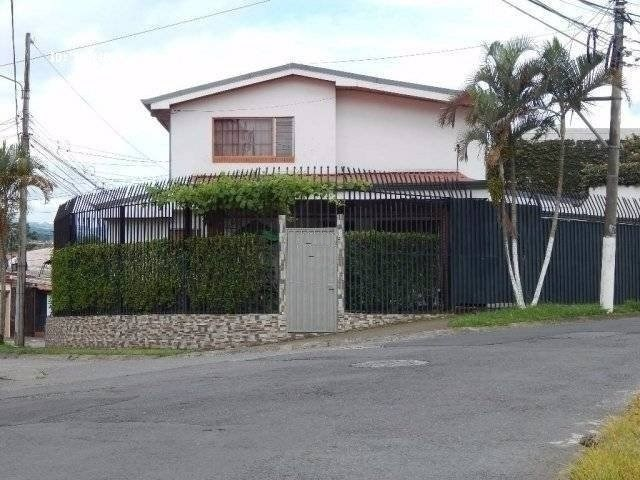 Remax real estate, Costa Rica, Curridabat - Sánchez - Barrio Lomas de Ayarco, House for sale in residential Seguro in Curridabat. Negotiable price. J