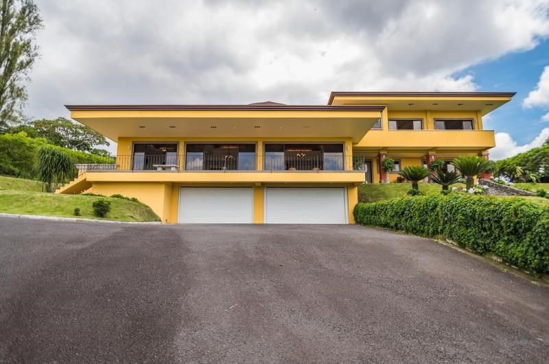 Remax real estate, Costa Rica, Curridabat - Sánchez - Barrio Pinares, Majestic Luxury House with Fine Finishes in Curridabat.  This exclusive residence is located in a condominium of high added value in the east. J