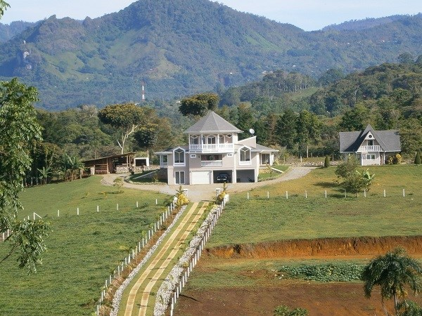 Remax real estate, Costa Rica, Pérez Zeledón, Beautiful property  with luxury house furnished in Perez Zeledon. J
