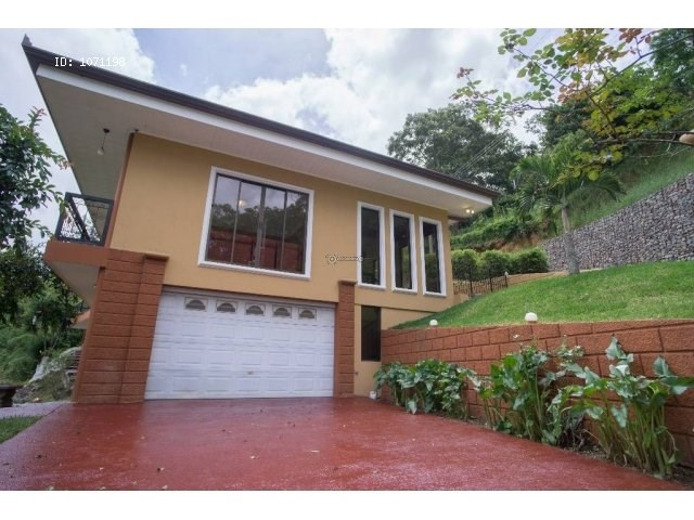 Remax real estate, Costa Rica, Aserrí-Salitrillos, BEAUTIFUL MOUNTAIN HOUSE WITH WONDERFUL VIEW IN ASERRI.  J