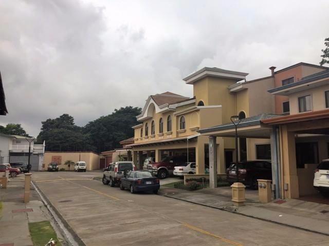 Remax real estate, Costa Rica, Santo Domingo de Heredia, House in Santo Domingo de Heredia. Excellent location and safe. J
