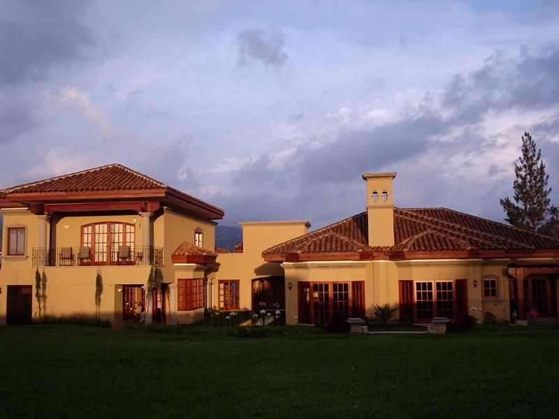 Remax real estate, Costa Rica, Curridabat, Majestic luxury house for sale in Curridabat Residencial Monteran. J