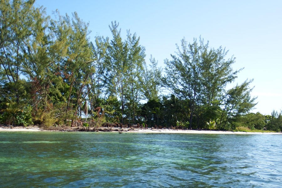 Remax real estate, Honduras, Utila,  Pine Point  West Shore0.92 Acre Beachfront