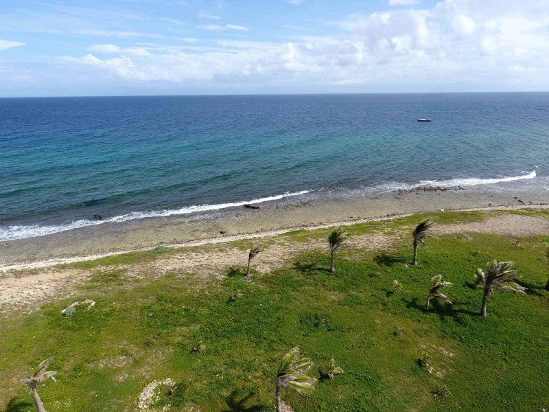 Remax real estate, Honduras, Utila, Near TradewindsScarce OceanfrontDolphin Run