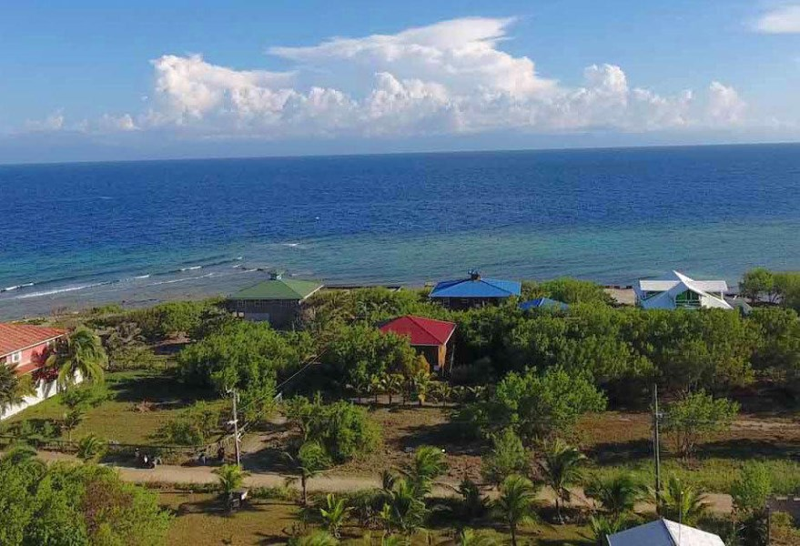 Remax real estate, Honduras, Utila, Just 2 lots from the seaClose to Ocean  Snorkeling