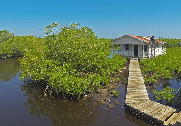 Remax real estate, Honduras, Utila, Yearround boat safe harbor250 ft Lagoon Frontage