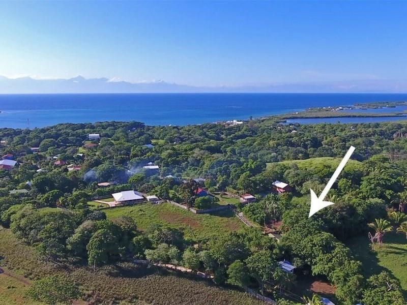 Remax real estate, Honduras, utila, Home Site by Stuarts HillSpacious 0.39 acre Buildready