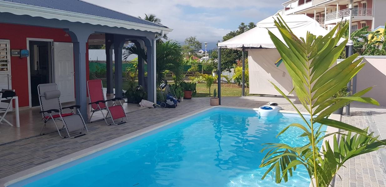 RE/MAX real estate, Guadeloupe, Baie-Mahault, Magnifique Villa tout équipée avec piscine Toutes charges comprises