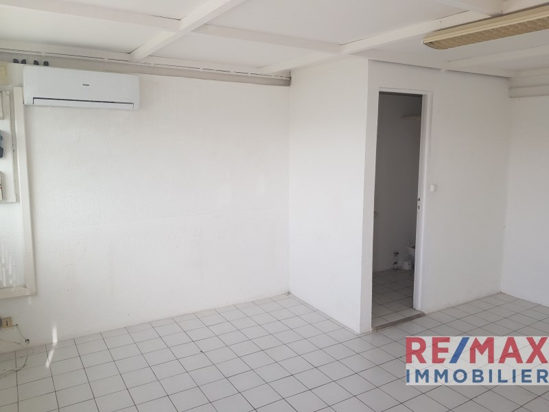 RE/MAX real estate, Guadeloupe, Baie-Mahault, Local commercial 25 m² - Superbe emplacement - Baie-Mahault
