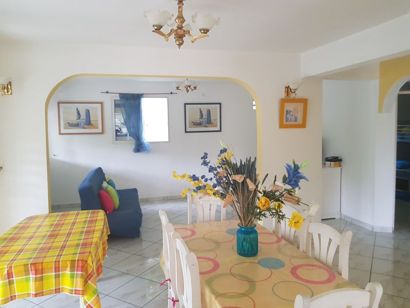RE/MAX real estate, Guadeloupe, Le Gosier, Charmant appartement, bas de villa, T3 Le Gosier
