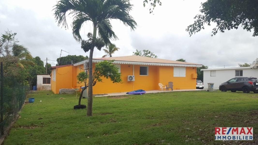 RE/MAX real estate, Guadeloupe, Sainte-Anne, Maison 3 pièces meublée Sainte-Anne