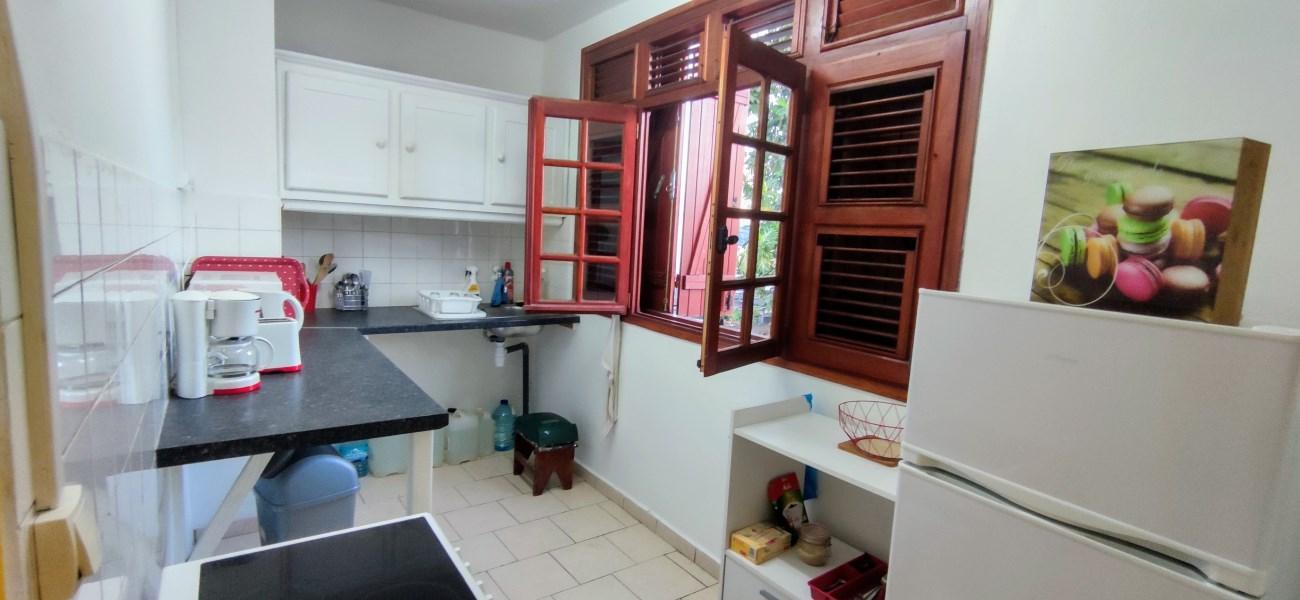 RE/MAX real estate, Guadeloupe, Sainte-Anne, Joli T3 meublé idéalement situé à Sainte Anne