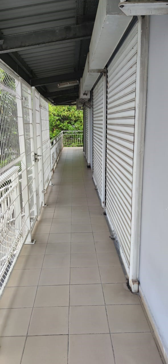 RE/MAX real estate, Guadeloupe, Les Abymes, Local 3 pièces de 38m² idéalement situé aux Abymes