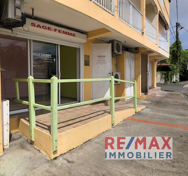 RE/MAX real estate, Guadeloupe, Capesterre-Belle-Eau, Local professionnel 90 m²