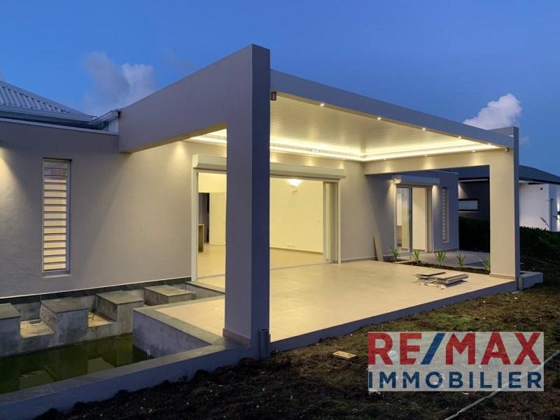 RE/MAX real estate, Guadeloupe, Petit-Bourg, Villa de standing vue mer et montagne
