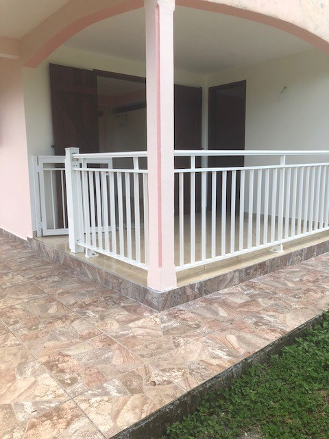 RE/MAX real estate, Guadeloupe, Petit-Bourg, Charmant appartement T3 bas de villa indépendant