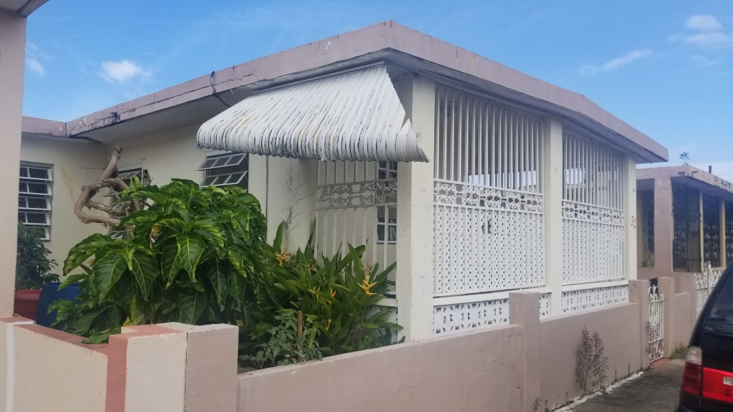 RE/MAX real estate, Puerto Rico, URB Los Angeles, Simple family home with a lot of potential