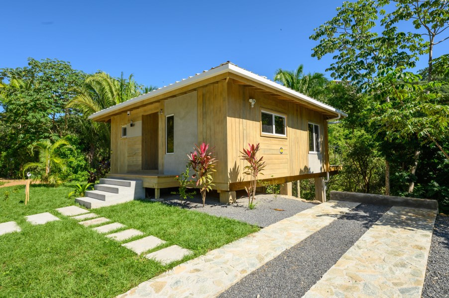 Remax real estate, Honduras, Roatan, Luna BeachPlaya Del Cielo Villa