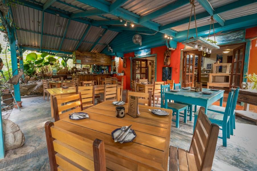 Remax real estate, Honduras, Roatan, West Bay RoadLaLa Cafe  Art Gallery