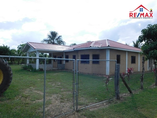 RE/MAX real estate, Belize, Belmopan, (#2016) - A 4 BEDROOM HOUSE WITH 1/2 ACRE OF LAND LOCATED CLOSE TO BELMOPAN, CAYO DISTRICT.