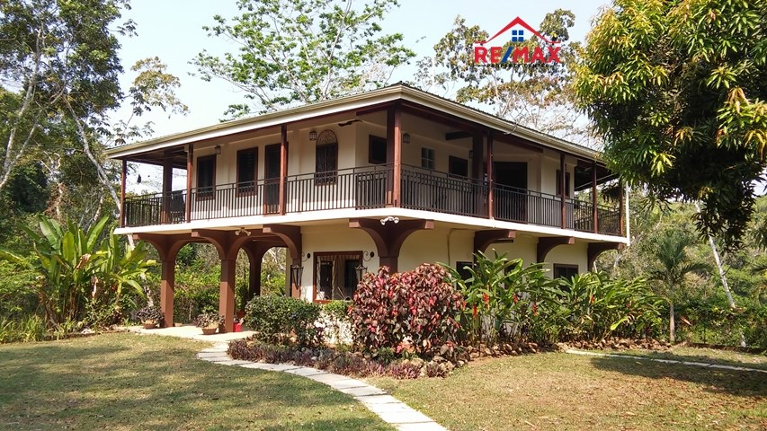 Remax real estate, Belize, Cristo Rey, #2072 - 3 BEDROOM HOUSE + GUEST CASITA ON 15 ACRES WITH RIVER FRONTAGE.