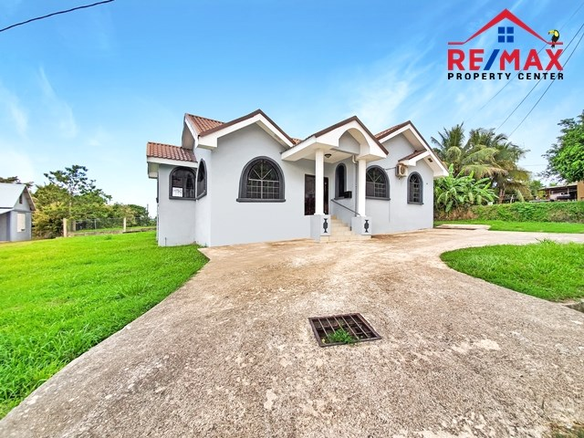 RE/MAX real estate, Belize, San Ignacio, # 4023 - BELIZE SPACIOUS 3 BED 2 BATH HOME near downtown SAN IGNACIO TOWN, CAYO DISTRICT