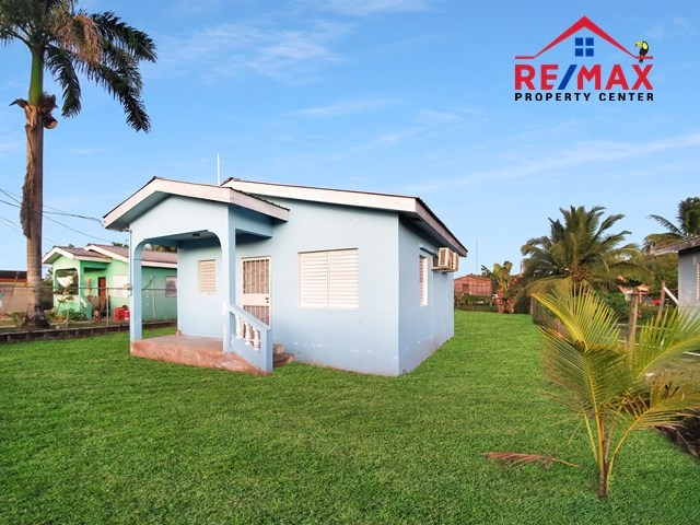 RE/MAX real estate, Belize, San Ignacio, # 4038 - Lovely Two Bedroom Bungalow Style Home near downtown San Ignacio, Cayo District