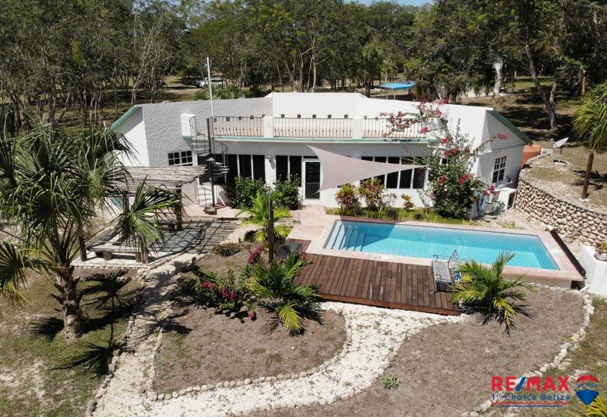RE/MAX real estate, Belize, Progresso, WATER FRONT PROPERTY - MOVE IN SALE - 2 Bedrooms with Separate Single Bedroom Guest House