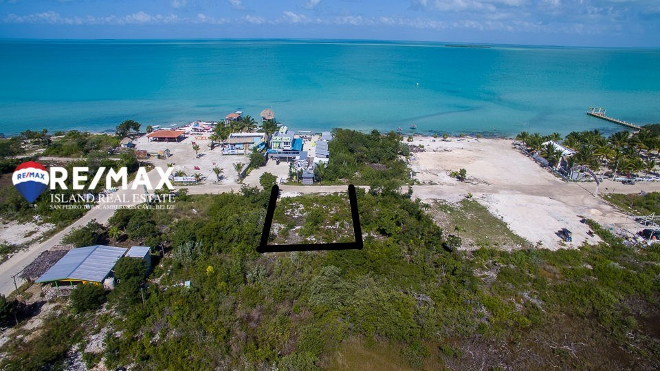 RE/MAX real estate, Belize, Ambergris Caye, Secret Beach - Second Row Oceanview Lot