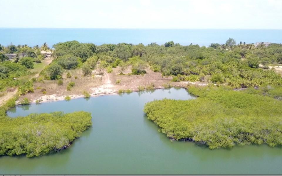RE/MAX real estate, Belize, Seine Bight, Developer's dream! — 4.3 Acres of Beach and Lagoon Front