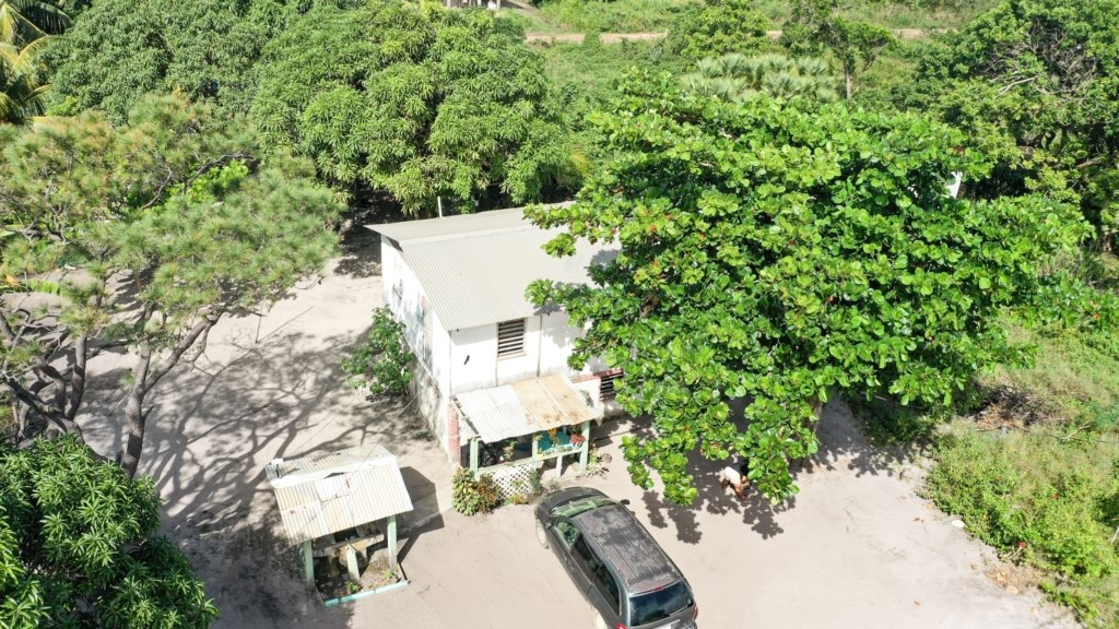 RE/MAX real estate, Belize, Hopkins, Great Location, Great Property - VIP-H003