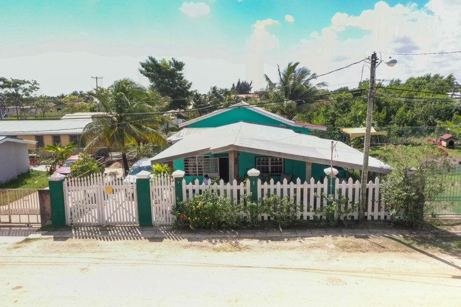 RE/MAX real estate, Belize, Ladyville, Vista Del mar ph 2