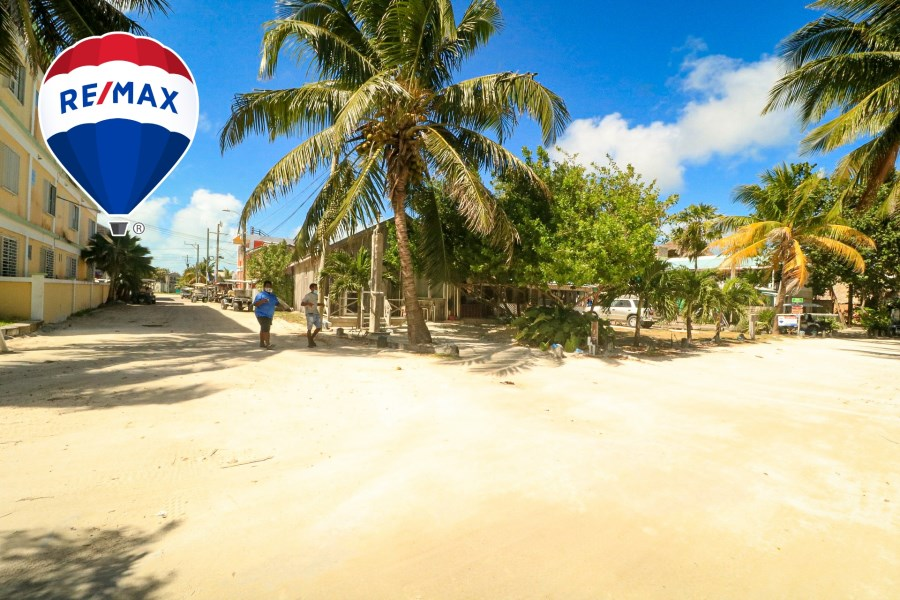 RE/MAX real estate, Belize, Ambergris Caye, Outstanding Beach Front Lot