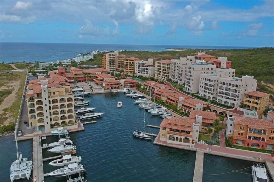 RE/MAX real estate, Sint Maarten, Cupecoy, Porto Cupecoy 3bedroom Condo