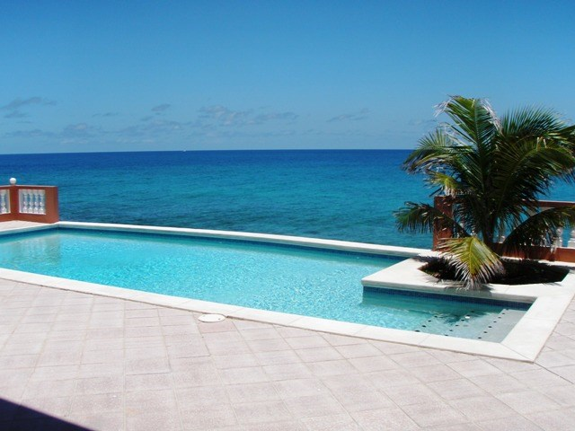 RE/MAX real estate, Sint Maarten, Beacon Hill, Beacon Hill, 2 bed Ocean front with private pool for Sale