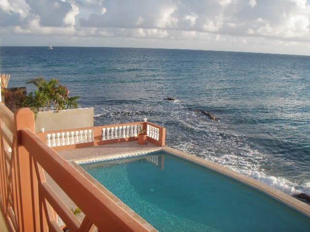 RE/MAX real estate, Sint Maarten, Beacon Hill, Beacon Hill, 5 condos on the Ocean with pool and inside parking for Sale