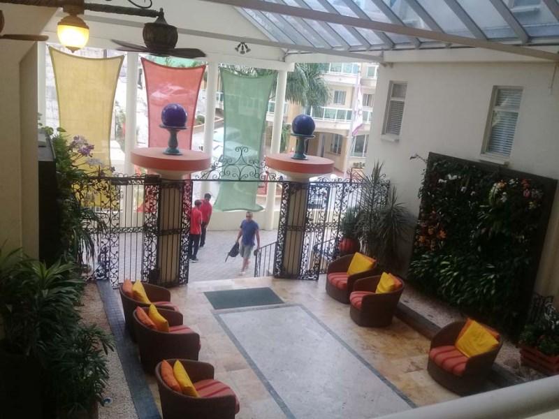 RE/MAX real estate, Sint Maarten, Simpson Bay, Atrium beachfront condo