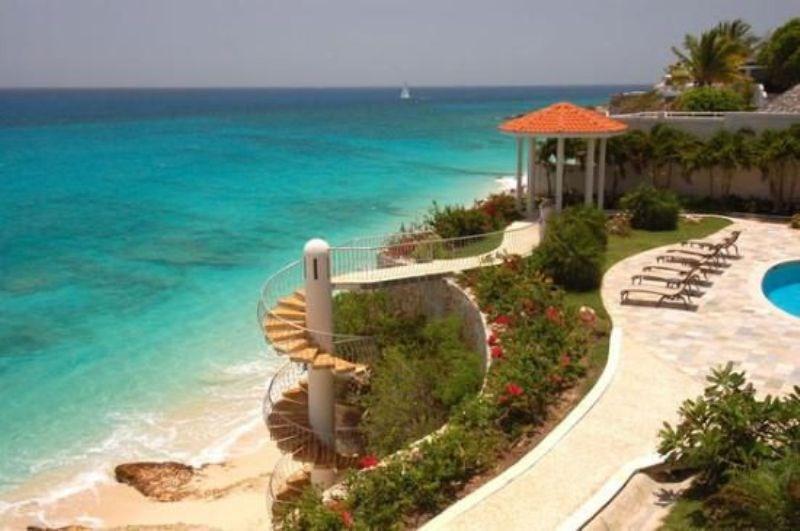 RE/MAX real estate, Sint Maarten, Cupecoy, Rainbow Beach Club Bright Corner Unit