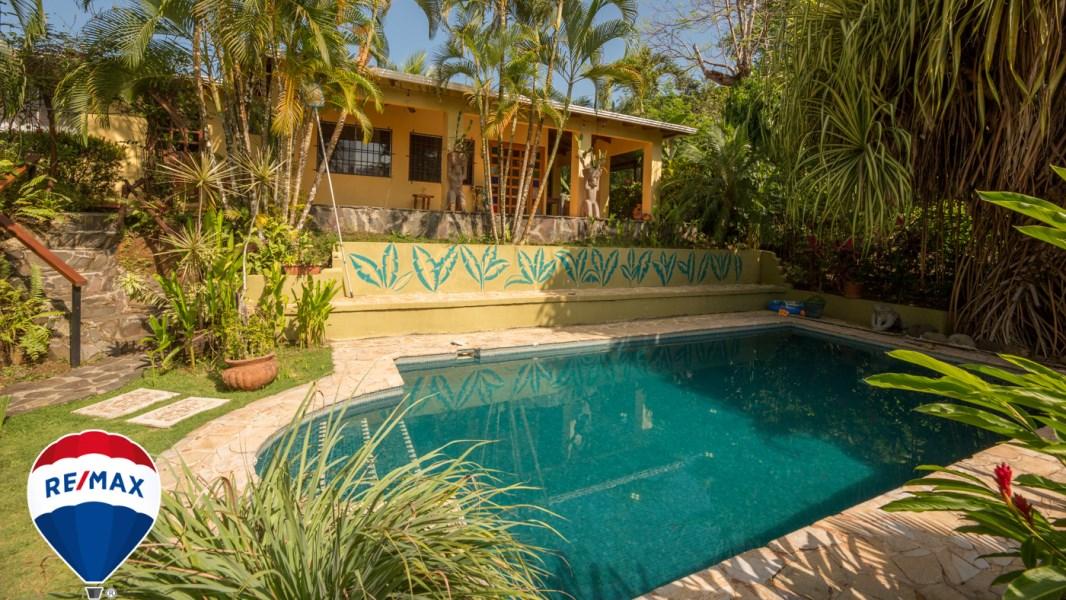 Remax real estate, Costa Rica, Esterillos, Canada Hill | Esterillos Oeste | Big Pool | Walk to the Beach