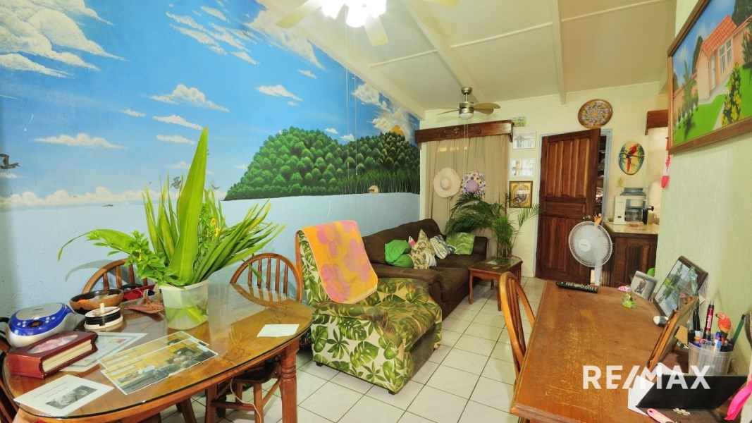 Remax real estate, Costa Rica, Jaco, Tropical Condo Close to the Beach and Town