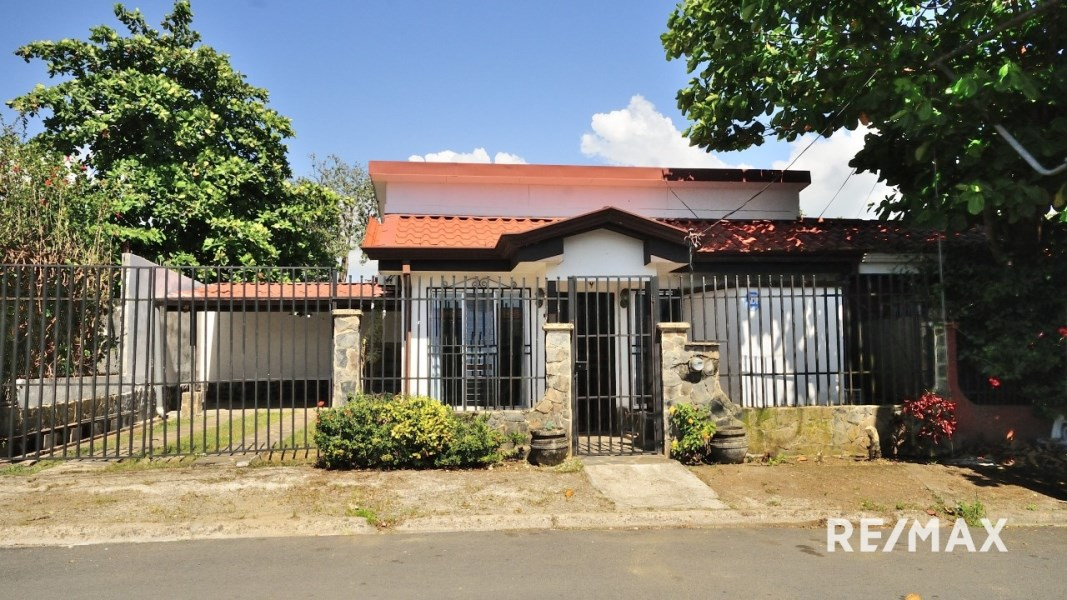Remax real estate, Costa Rica, Jaco, Jaco Sol Central Home | Best Deal Downtown Single Family Residence